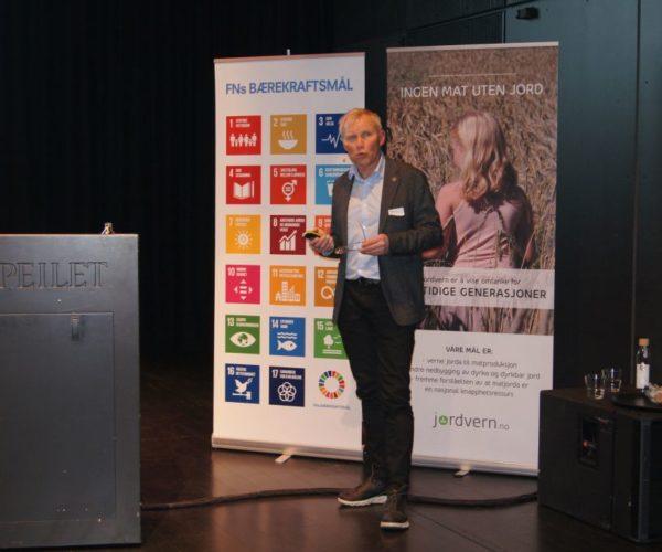 Helge Nymoen, landbruksdirektør hos Fylkesmannen i Vestfold og Telemark var dagens møteleder.