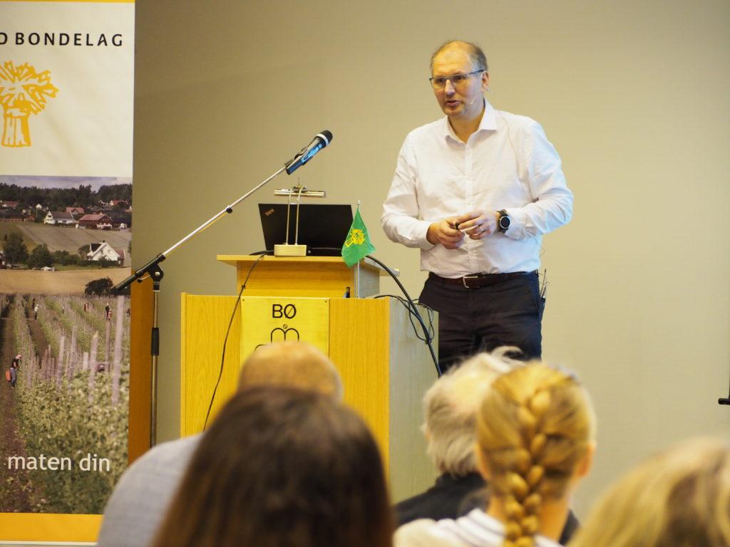Fylkesordfører Terje Riis-Johansen