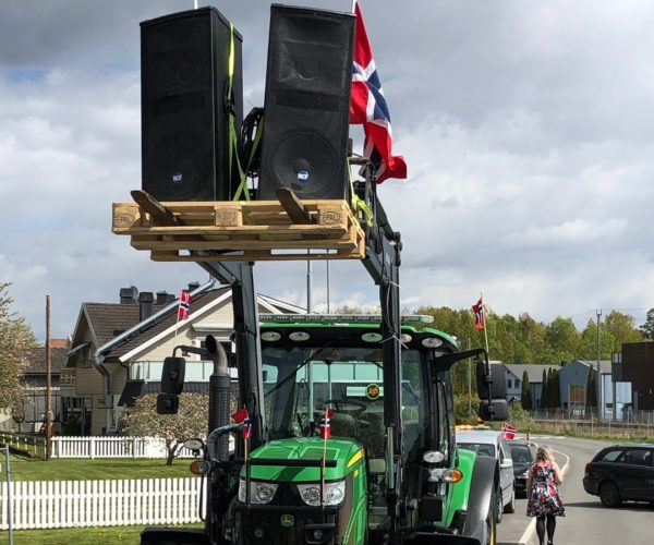 Alten fikk plass til årets musikkorps på pallegaflene! Foto: Privat, hentet fra Tønsbergs Blad