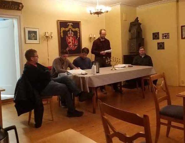 Morten Erichsen legger fram årsmeldinga
