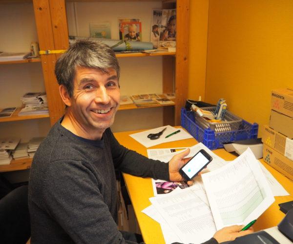 Alle kriker og kroker blir tatt i bruk når det skal verves, Mikkel Aanderaa har funnet en plass på kopirommet.