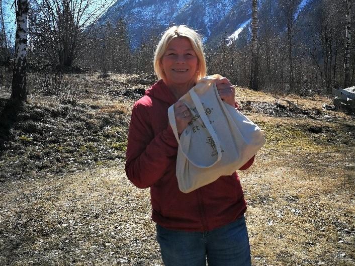 Et godt møte med en blid Solveig Sundbø Abrahamsen. Hun fikk selvsagt et Dyrskukrus i nettet sitt.